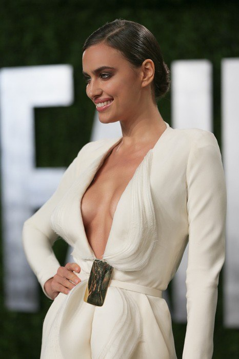 item69.rendition.slideshowWideVertical.B6-Irina-Shayk